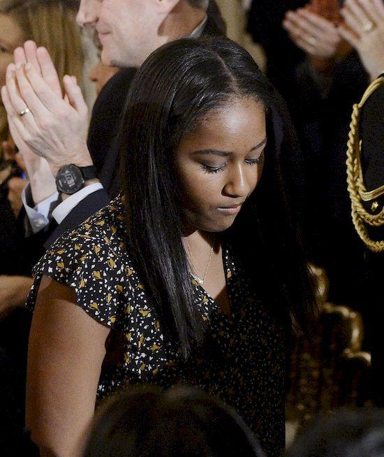 Choć od czasu zakończenia kadencji Baracka Obamy minęło już sporo czasu, to Internauci wciążinteresują się życiem rodziny byłego prezydenta.  Z tego powodu tak wielkim zaskoczeniem jest informacja na temat Sashy Obamy. Okazuje się bowiem,dziewczyna ma... całkiem inne imię!