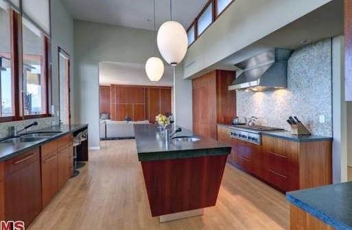 Zac Efron kupił sobie nowy dom (FOTO)