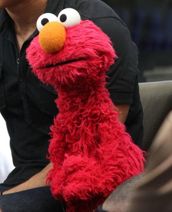 Kevin Clash (głos Elmo) przekupił swoją ofiarę?