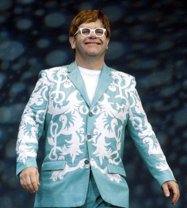Z OSTATNIEJ CHWILI: Elton John schodzi ze sceny