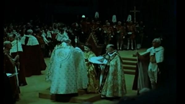 El�bieta II nosi koron� od 60 lat!