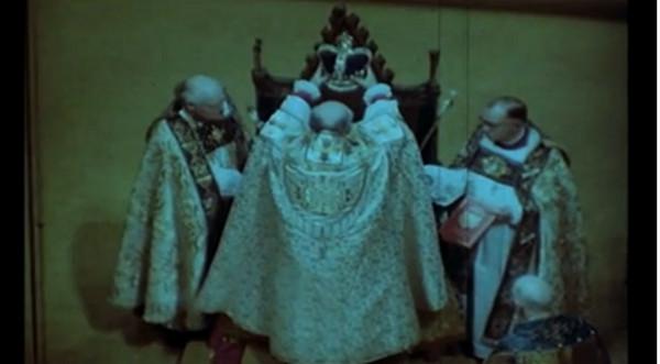 Elżbieta II nosi koronę od 60 lat!