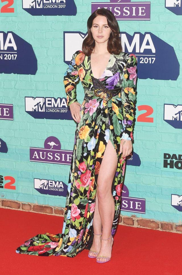 MTV EMA 2017: Co za stylizacje! Rita Ora w szlafroku, Demi Lovato bez stanika…
