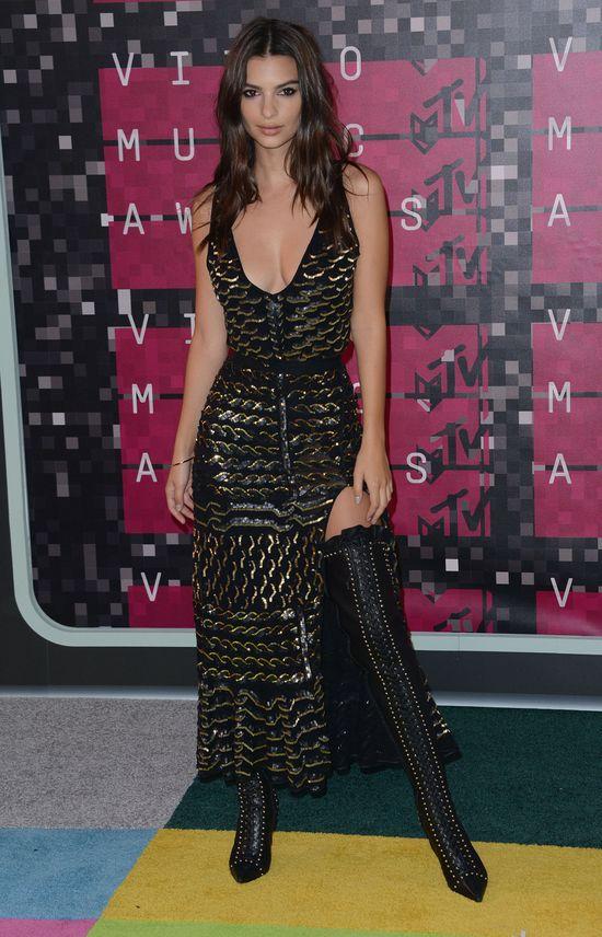 Emily Ratajkowski wygl�da�a w tej sukni ZJAWISKOWO
