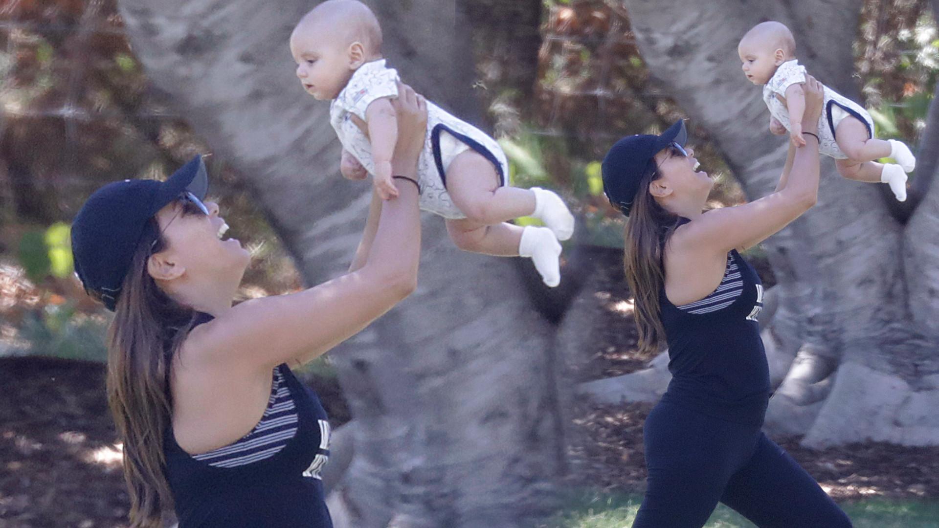Eva Longoria zrzuca pociążowe kilogramy ćwicząc z synem (ZDJĘCIA)