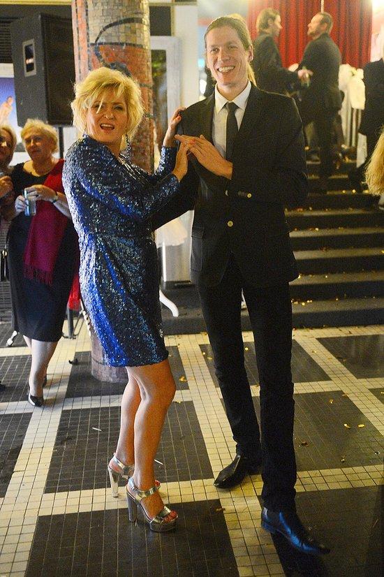 Ewa Kasprzyk bawi się świetnie... (FOTO)