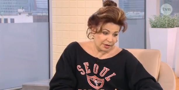Ewa Lemańska-Roycewicz tłumaczy zdjęcie z aresztowania