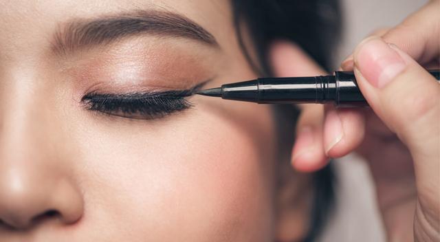 Makijaż oczu. Te kosmetyki musisz mieć!
