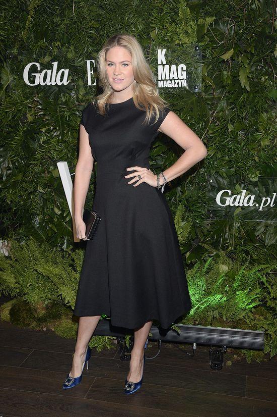 Zosia Ślotała w czarnej sukni