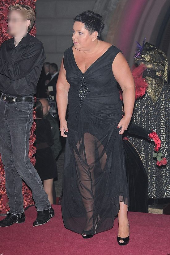 Dorota Wellman pokazuje nogi