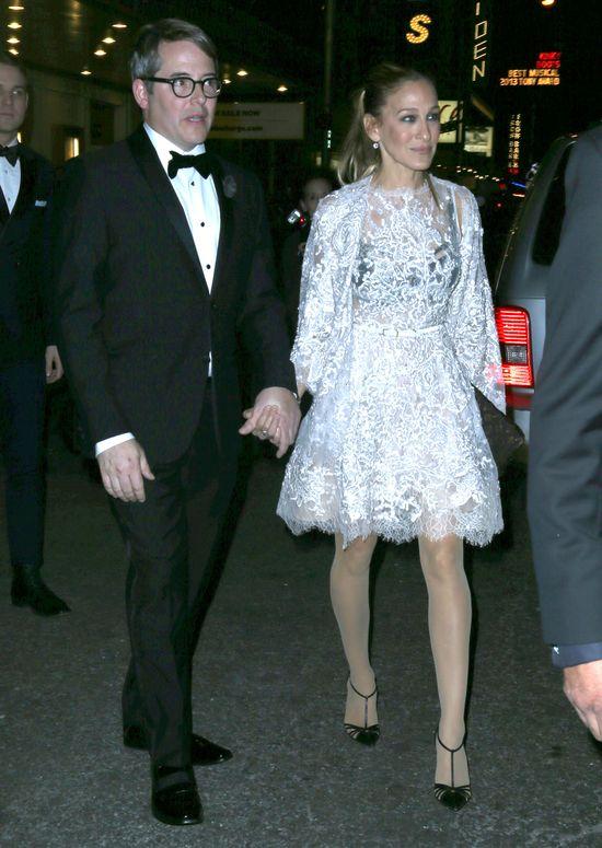 Sarah Jessica Parker w białej, koronkowej sukience