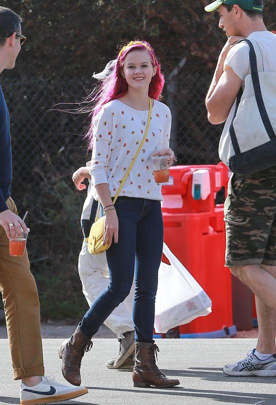 Ava Phillippe, córka Reese Witherspoon w różowych włosach
