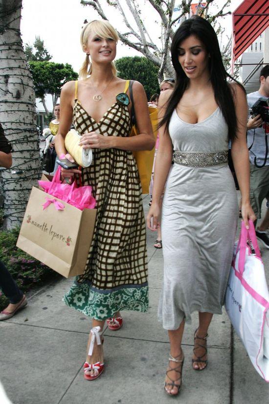 Kim Kardashian i Paris Hilton w 2006 roku