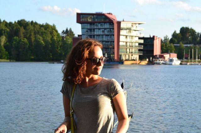 Ewa Tylman / © Facebook Zaginięciem 26-letniej Ewy Tylman żyje cała Polska. W zeszły poniedziałek dziewczyna nie wróciła do domu po imprezie firmowej. Mieszkała w Poznaniu. W poszukiwania zaginionej zaangażowali się jej przyjaciele, a w kluczowych momentach Ewy szukało nawet ponad 100 policjantów. Funkcjonariusze pracują zarówno w dzień i w nocy. Brzeg Warty przeszukują płetwonurkowie i policjanci na motorówkach.