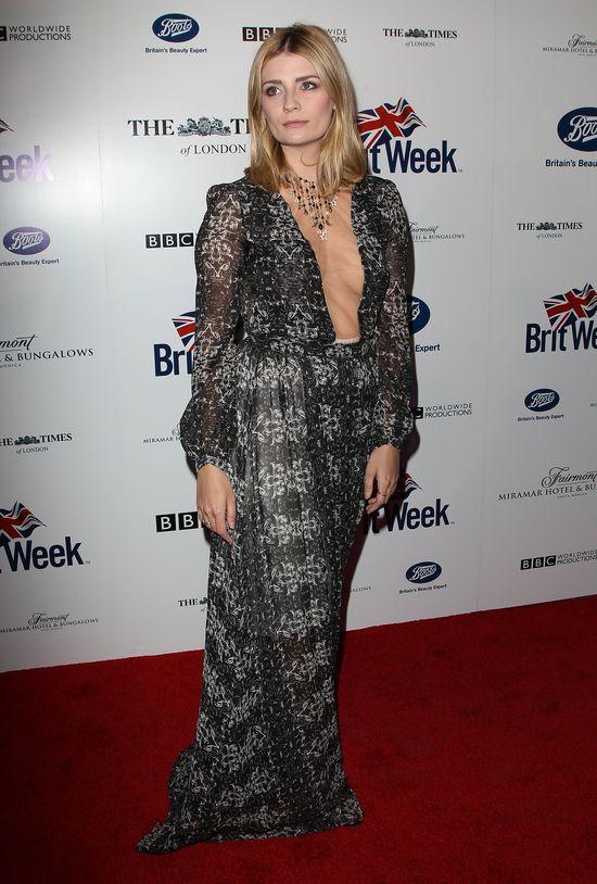 Mischa Barton we wzorzystej sukni z dekoltem do pępka, kwiecień 2014
