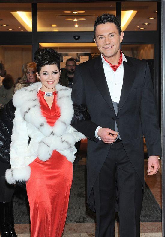 """Kasia Cichopek popularność zyskała dzięki serialowi """"M jak miłość"""", w którym wciela się w postać Kingi Zduńskiej. Kasia Cichopek, Krzysztof Ibisz, 2009 rok"""