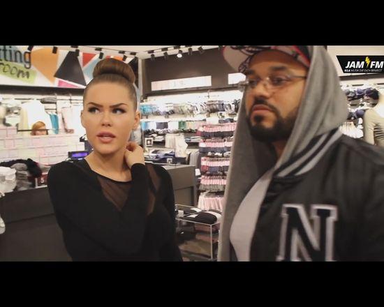 Dwaj DJ-e powiększyli sobie piersi [VIDEO]