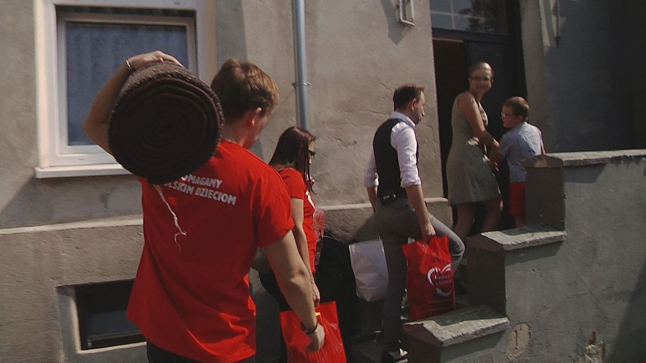 Jarosław Milner i Marek Molak pomagają dzieciakom