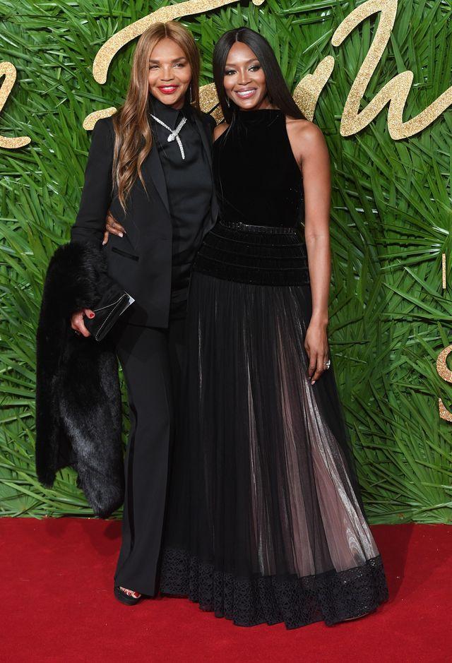 FATALNY makijaż Pameli i obłędne KREACJE na Fashion Awards w Londynie (ZDJĘCIA)