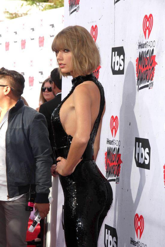 Jak rosła pupa Taylor Swift?