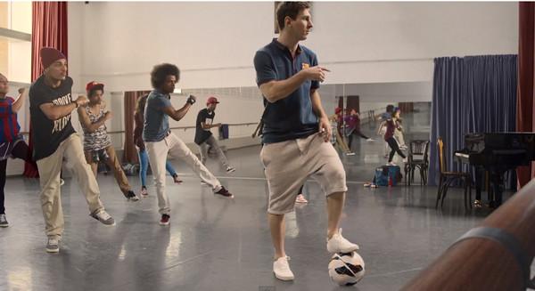 Piłkarze Barcelony w reklamie linii lotniczych (VIDEO)
