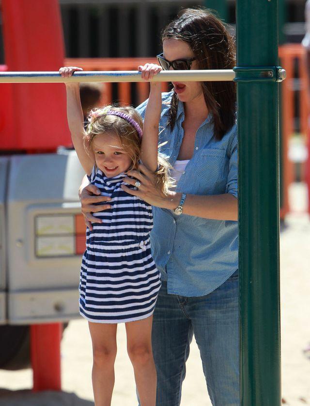 Jennifer Garner z córką na placu zabaw