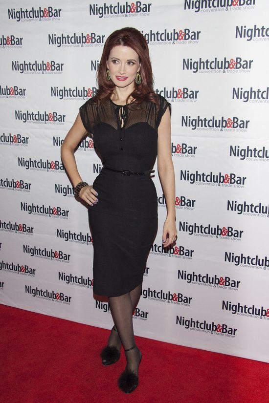 Holly Madison, kasztanowe włosy do ramion, marzec 2014 rok