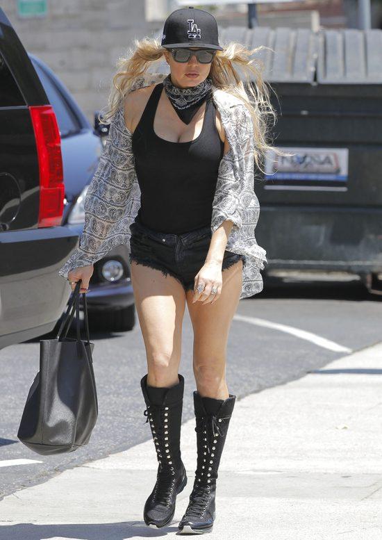 Ma 40 lat i uwielbia nosić superkrótkie szorty (FOTO)