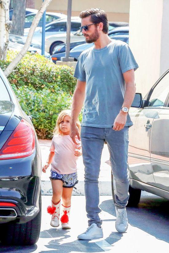 Scott Disick zapisal córeczkę Penelope na... lekcję karate! (FOTO)