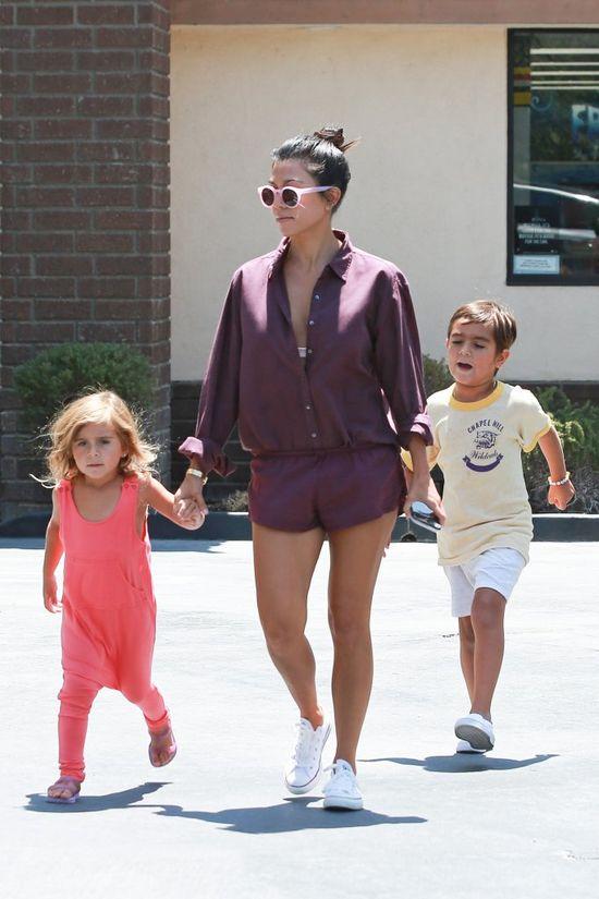 Kourtney Kardashian po raz kolejny pokazuje, jak seksownie wyglądać będąc mamą