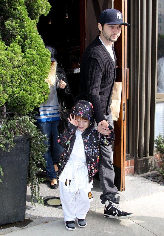 Aguilera nie ma ochoty na towarzystwo paparazzi... (FOTO)