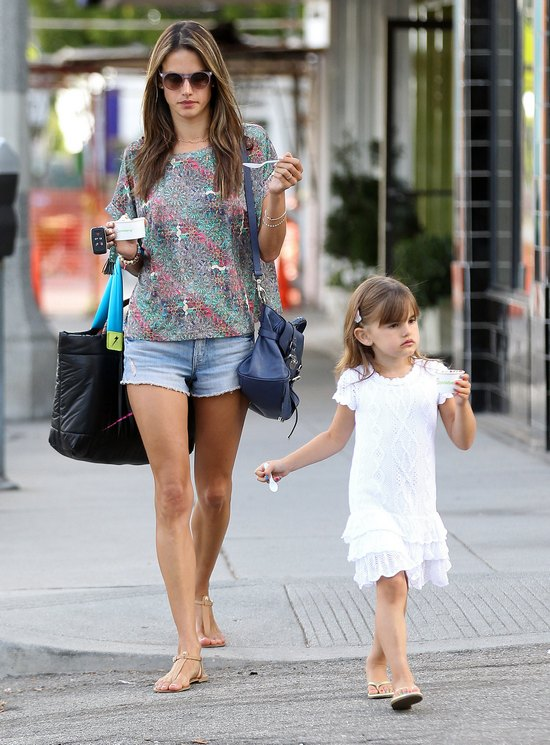 Allesandra Ambrosio z córką (FOTO)
