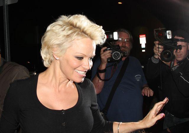 Niewiarygodne! Pamela Anderson wygląda jak kobieta z klasą
