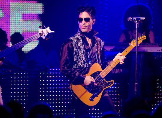 Nowe szczegóły na temat śmierci Prince'a: Karetkę wzywano aż czterokrotnie