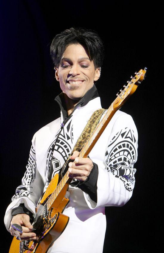 Nowe szczeg�y na temat �mierci Prince'a: Karetk� wzywano a� czterokrotnie