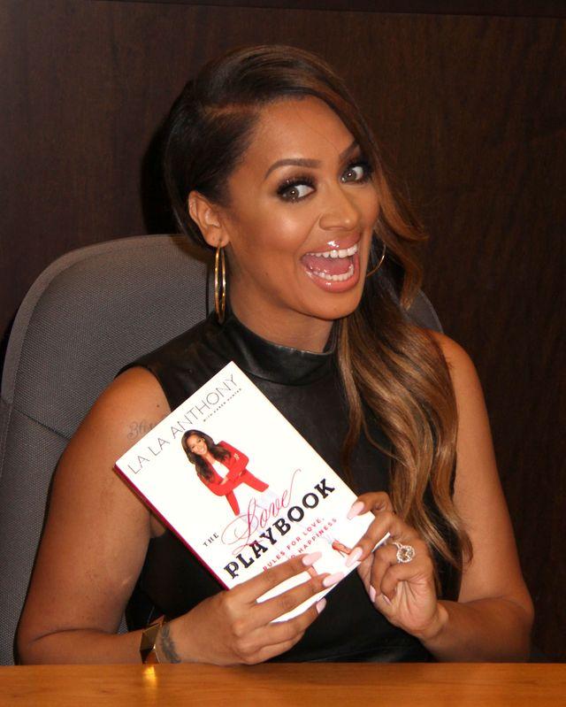 Kim Kardashian przeczytała książkę! (FOTO)