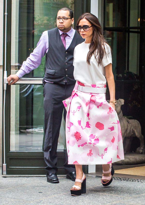 Victoria Beckham wygląda jak... wieszak? (FOTO)