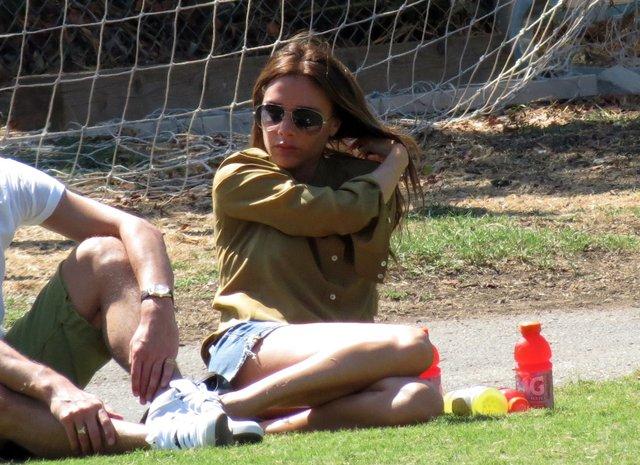 Victoria Beckham na zielonej trawce (FOTO)