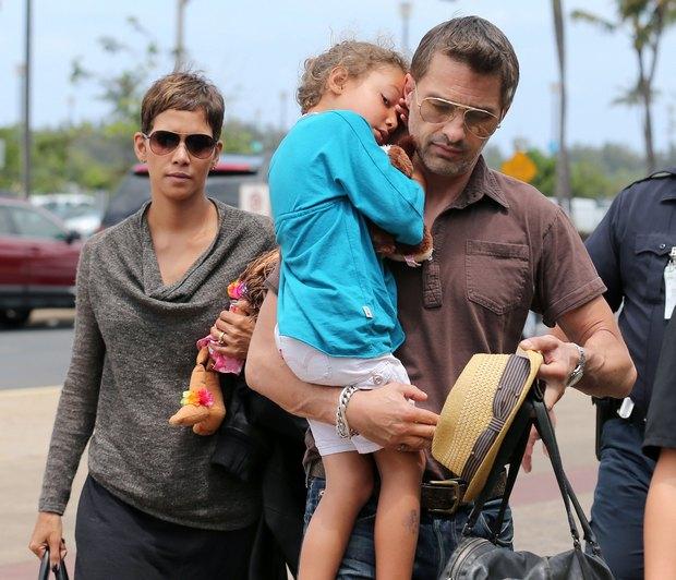 Halle Berry wraca z rodzinnych wakacji (FOTO)