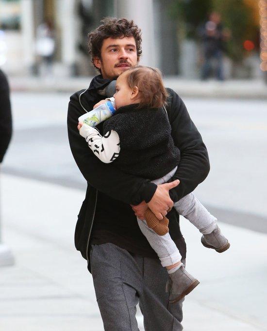 Orlando Bloom z synkiem. A gdzie Miranda? (FOTO)