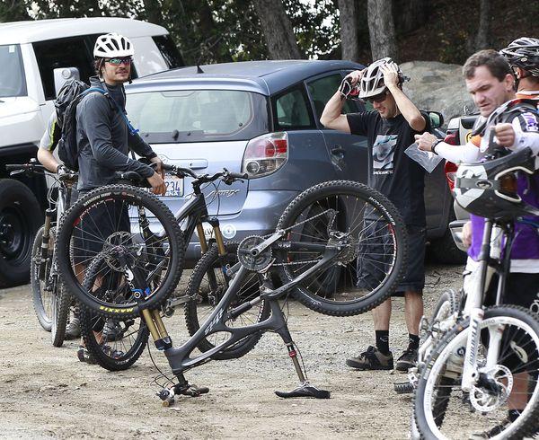 Miniasty Orlando Bloom na rowerze (FOTO)