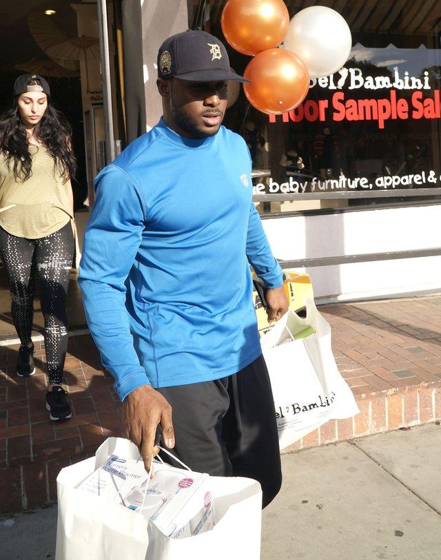 By�y ch�opak Kim Kardashian na zakupach z dziewczyn� (FOTO)