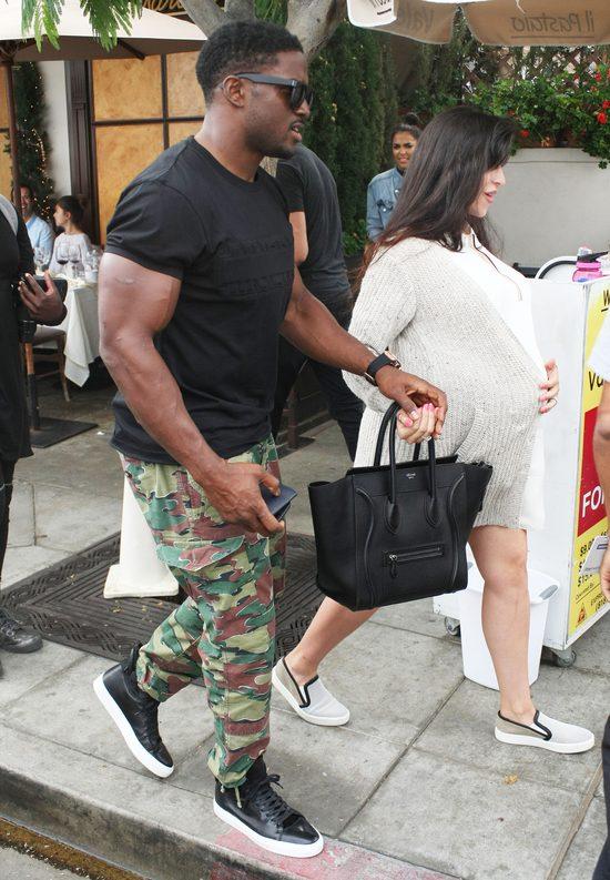 Reggie Bush, eks Kim Kardashian i jego żona jak klony Westów