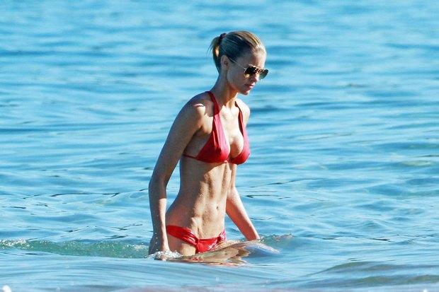 Dziewczyna Eddiego Murphy pokazuje ciało (FOTO)