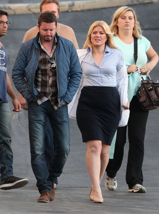 Kelly Clarkson podkreśla swoje krągłości (FOTO)