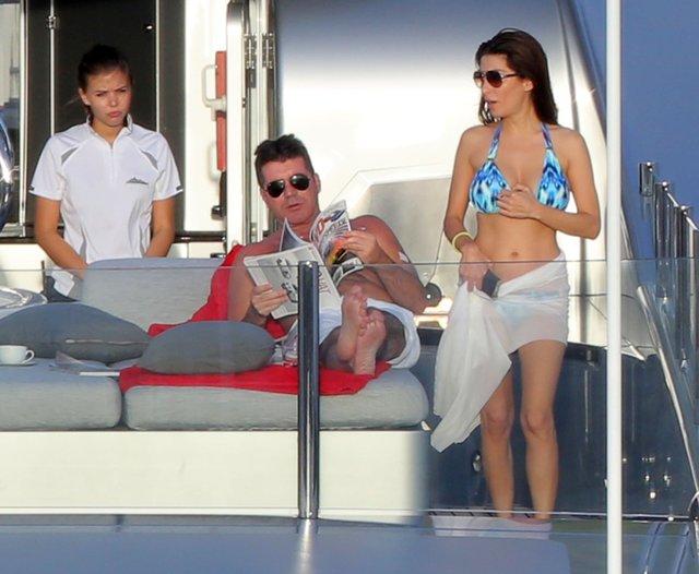 Co robi dziewczyna Simona Cowella? (FOTO)