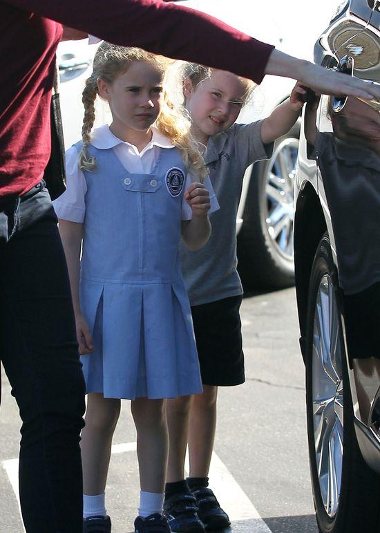 Te bliźniaczki coraz bardziej przypominają mamę (FOTO)