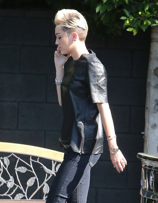 Miley Cyrus z mamą w drodze do studia nagrań (FOTO)
