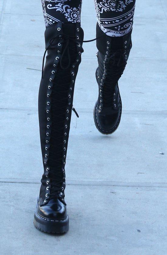 Miley Cyrus polubiła rockowy styl (FOTO)