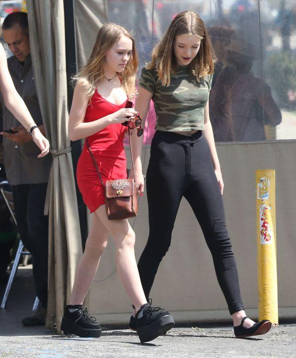 Lily Rose Depp wyróżnia się na tle koleżanek (FOTO)